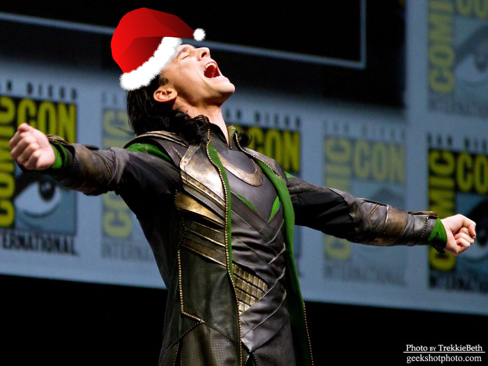 Tom Hiddleston surprised fans by attending Marvel's panel in full costume, and the con needs more of that.