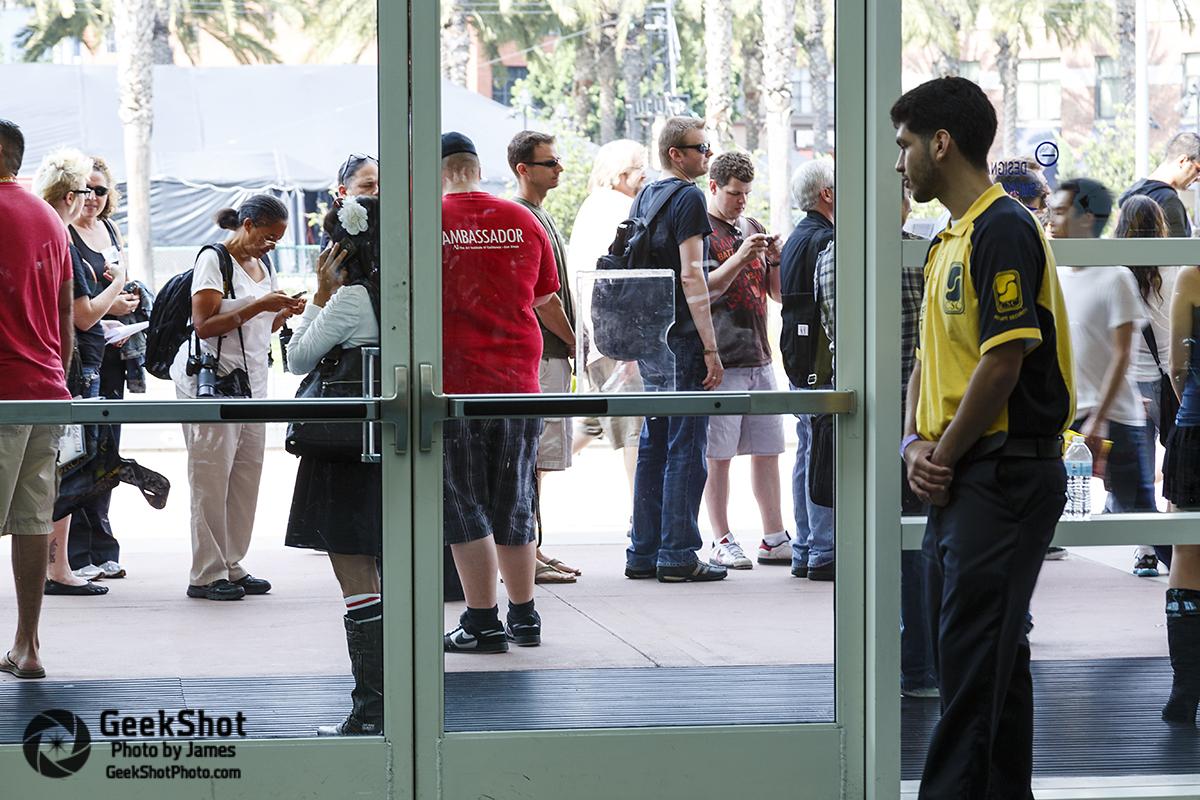 Comic-Con 2012 lobby security door crowd before open