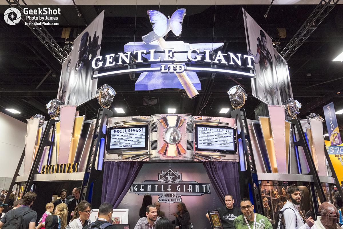 Gentle Giant Ltd Star Wars honey trap the walking dead statue booth floor display