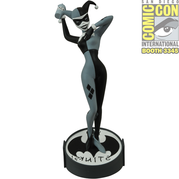 sdcc-2015-exclusive-harley-quinn-black-and-white-femme-fatales-pvc-statue-by-diamond-select-toys-sdcc-pick-up-3