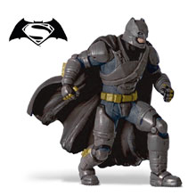 CC-BatmanSuit-1QMP4100THUMB220